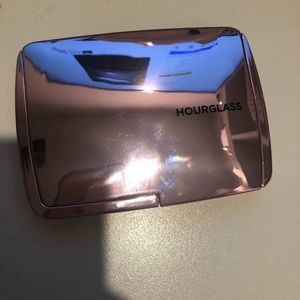 Hourglass Makeup - LE Hourglass Ambient Lighting Edit Volume 4 USED